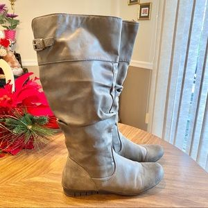 Sz 9 Gray tall boots with zipper
